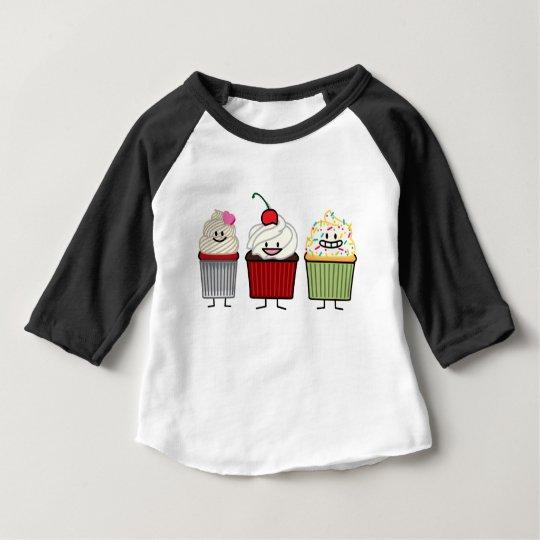 A crosta de gelo da família do cupcake polvilha o camiseta para bebê