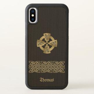 A cruz celta e a corrente personalizaram a caixa