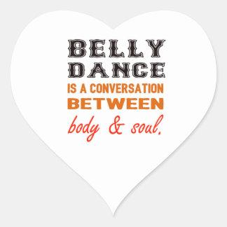 A dança do ventre é uma conversação entre o corpo adesivo coração