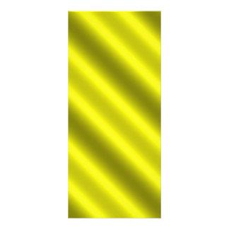 A diagonal amarela dos raios da luz do sol listra planfetos informativos coloridos
