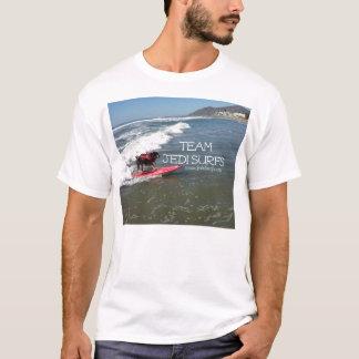 A equipe Jedi surfa a linha Camiseta