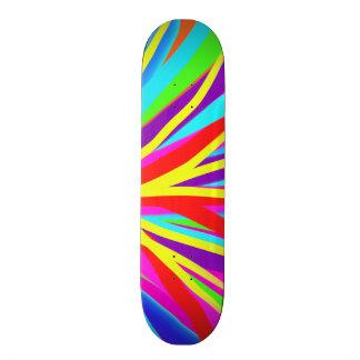 A escova de pintura colorida vívida afaga a arte f skate