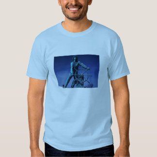 A estátua do pescador camisetas