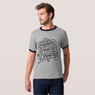 A falha é sucesso em andamento camiseta