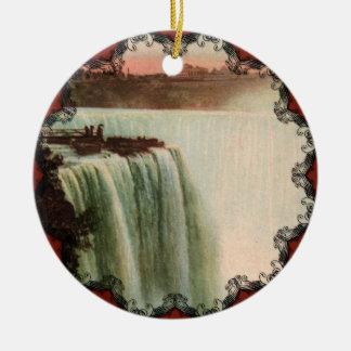 A ferradura cai no ornamento de Niagara