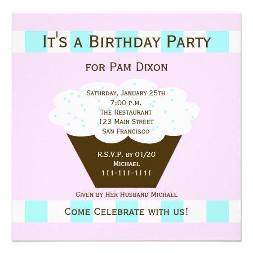 A festa de aniversário adulta convida -- Cupcake d Convite Personalizado