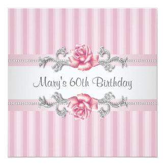 A festa de aniversário da mulher 60th do rosa do convite quadrado 13.35 x 13.35cm