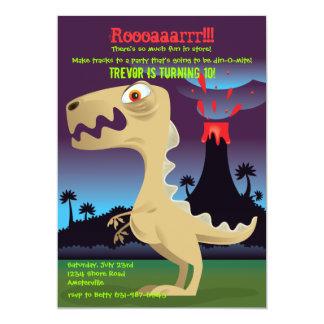 A festa de aniversário do dinossauro da erupção do convite 12.7 x 17.78cm