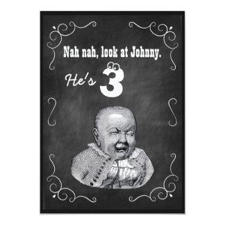 A festa de aniversário engraçada do quadro do bebé convite 12.7 x 17.78cm