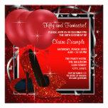 A festa de aniversário preta e vermelha da mulher  convites personalizado