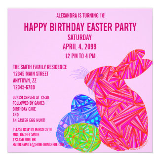 A festa de aniversário temático da páscoa cor-de-r convites