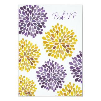 A flor amarela roxa de RSVP floresce cartão de Convite