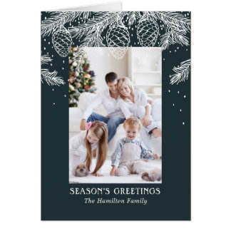 A floresta do inverno esboçou o cartão do feriado
