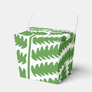 A folha verde remove a caixa do favor