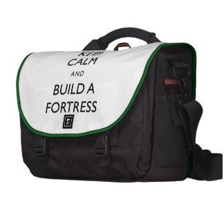 A fortaleza do anão mantem a calma e constrói um a bolsas para computadores portáteis