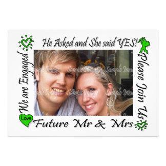 A foto verde dos casais do noivado PERSONALIZA Convite Personalizado