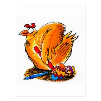 a galinha da caricatura do ovo da páscoa pinta cartão postal