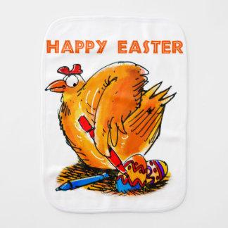 a galinha do felz pascoa pinta seus próprios paninhos para bebês