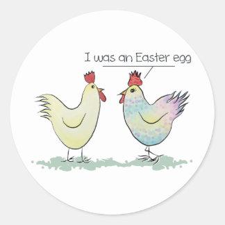 A galinha engraçada era um ovo da páscoa adesivo