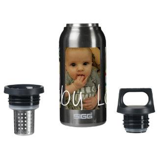 A garrafa de água do amor do bebê, adiciona suas