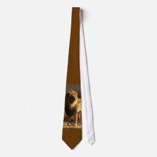 A gravata dos homens de seda do leão selvagem do