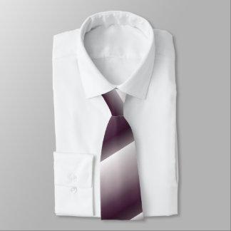 A gravata dos homens esquerdos inclinados