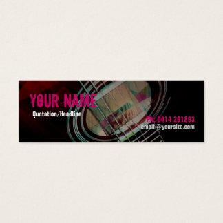 A GUITARRA amarra o cartão de visita cor-de-rosa