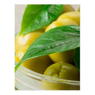 A ideia macro das azeitonas com verde deixa o cartão postal
