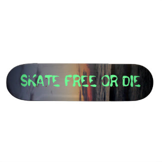 A imagem 135, PATINA LIVRE OU MORRE Shape De Skate 20,6cm