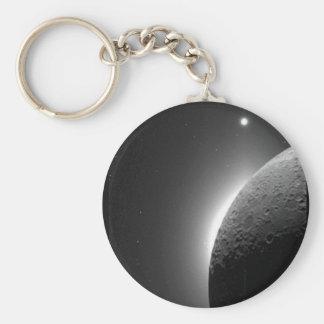 A imagem lindo da NASA, a lua iluminou-se pelo Chaveiro