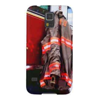 A jaqueta do bombeiro no carro de bombeiros capas par galaxy s5