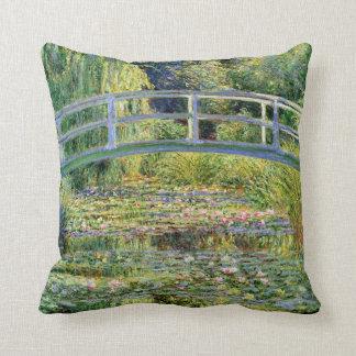 A lagoa do Água-Lírio por belas artes de Monet Almofada