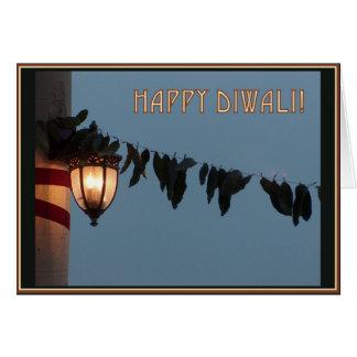 A lanterna & as folhas anulam o cartão de Diwali