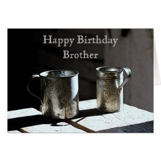 A lata antiga coloca o feliz aniversario do irmão cartão comemorativo