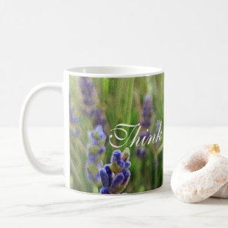 """A lavanda da caneca de café com """"pensa o positivo!"""