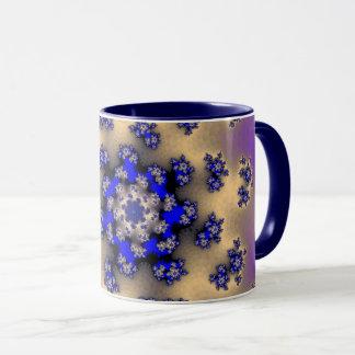 A lavanda floral polvilha a caneca