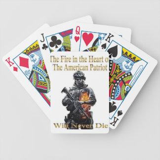 A linha americana da roupa do patriota jogos de cartas