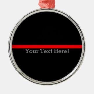 A linha vermelha fina simbólica seu texto no preto ornamento de metal