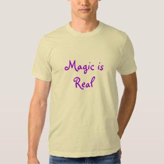 A mágica é Real-t-camisa Tshirts