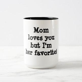 A mamã ama-o mas eu sou seu favorito caneca dois tons