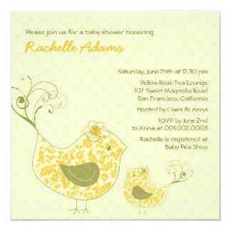 A mamã de Swirly & o chá de fraldas amarelos do Convites Personalizados