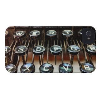 A máquina de escrever do vintage fecha o capa de capinha iPhone 4