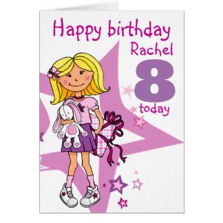 A menina do feliz aniversario personaliza o cartão