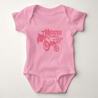 A menina do pai do motocross body para bebê
