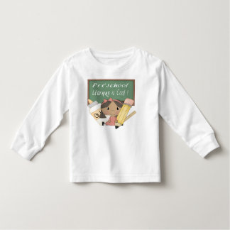 A menina étnica pré-escolar que aprende é legal t-shirts