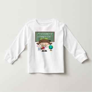 A menina pré-escolar que aprende é legal camiseta