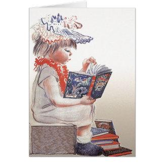 A menina retro da criança do vintage lê cartões de