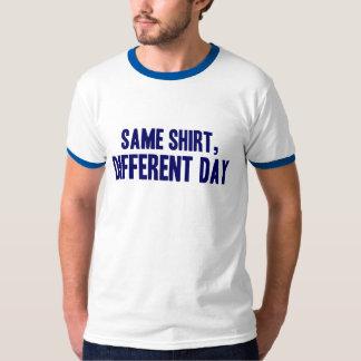 A mesma camisa, dia diferente t-shirts