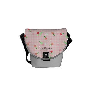 A mini bolsa mensageiro da flor cor-de-rosa lunáti