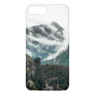 A montanha nevoenta cobre a capa de telefone